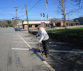 Mayor Painting Parking Stripes290X250